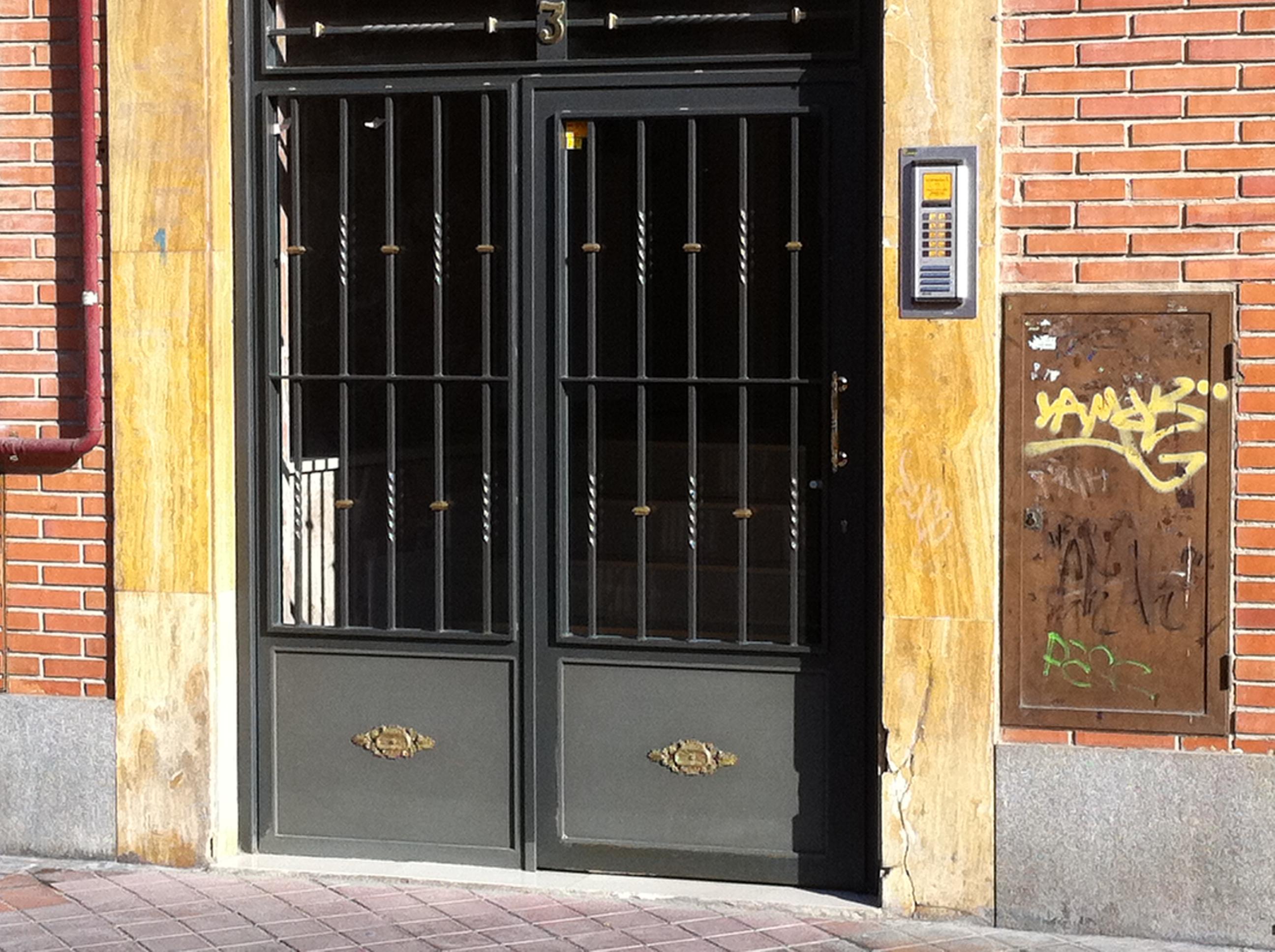 Puertas de portales ams cerramientos - Puertas para cerramientos ...